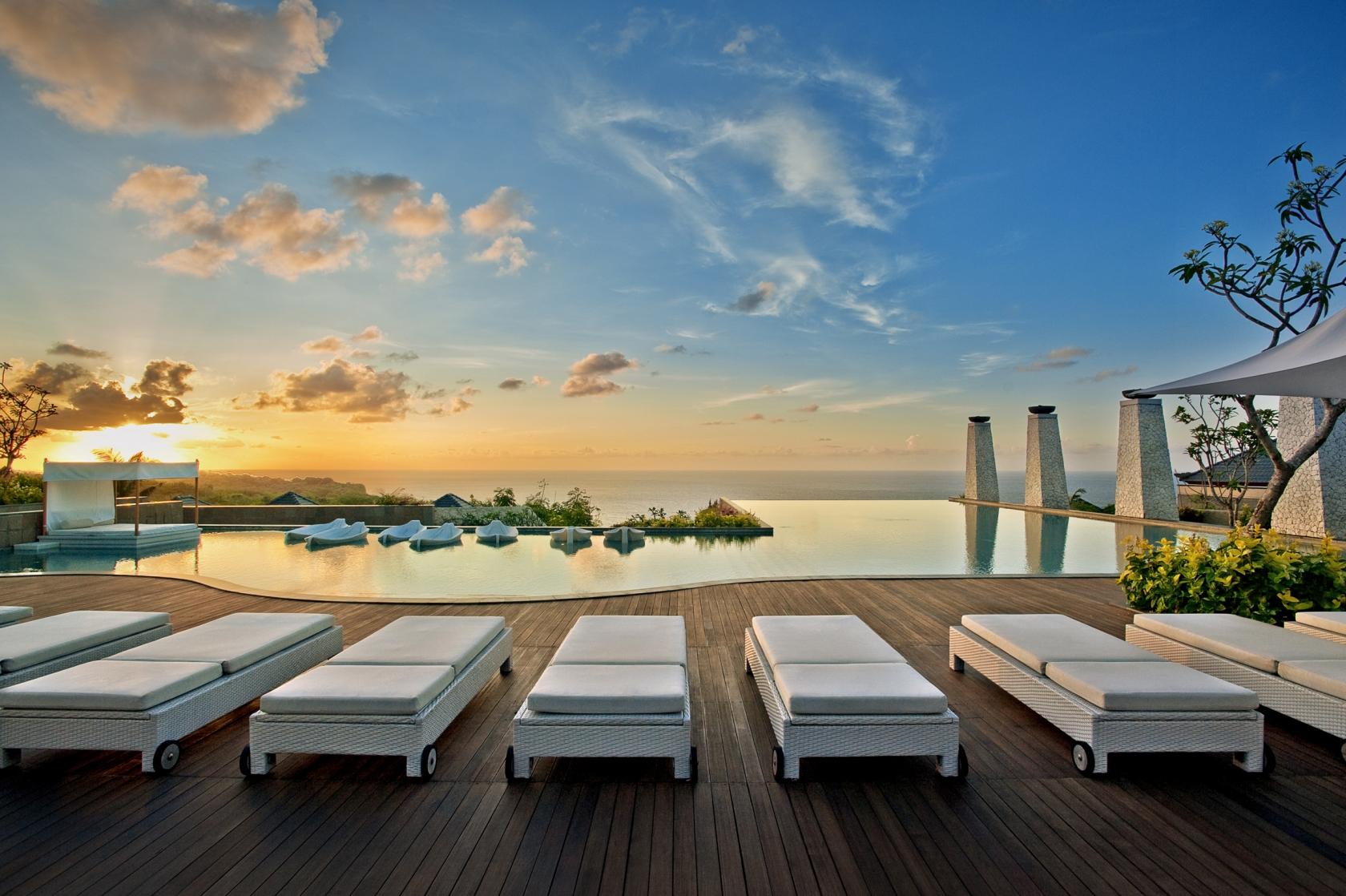 TIDUG Bali Getaway Poolside Sunset 池边日落